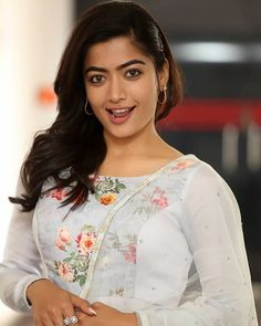 World Most Beautiful Girl, Most Beautiful Faces, Beautiful Women Pictures, South Indian Actress Photo, Indian Actress Photos, Indian Actresses, South Actress, Most Beautiful Bollywood Actress, Beautiful Indian Actress