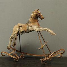 cheval bascule rotin jouet enfant mobilier vintage bel ordinaire bel ordinaire. Black Bedroom Furniture Sets. Home Design Ideas