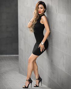 Khloe Kardashian Signed 8x10 Photo Sweet & Sexy Autographed Proof Durable Modeling Television