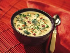 Wholesome Broccoli Potato soup with onions, garlic, cheese and bacon. Pretty and delicious. Chili Recipes, Meat Recipes, Crockpot Recipes, Cooking Recipes, Potato Recipes, Dinner Recipes, Broccoli Potato Soup, Instant Mashed Potatoes, Healthy Recipes