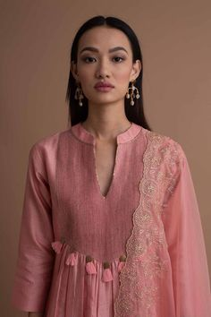 Dress Neck Designs, Kurti Neck Designs, Kurta Designs Women, Kurti Designs Party Wear, Blouse Designs, Abaya Fashion, Fashion Dresses, Women's Fashion, Stylish Kurtis Design