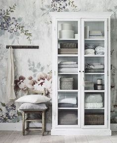 The Blossom Wallpaper from Mr Perswall. Se http://www.mrperswall.com/wall-murals/blossom-p162101-8 Foto cred to @jasminabylund