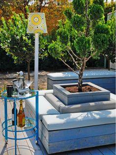 High End Outdoor Seating Area - Home and Garden Design Ideas