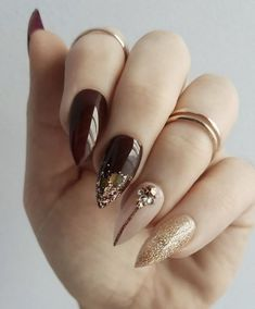 Burgundy and rose gold luxe fashion press on nails. More on insta – Beauty Wedding Nails Pastel Pink Nails, Pink Nail Art, Glitter Nail Art, Gold Acrylic Nails, Rose Gold Nails, Hollywood Nails, Gold Nail Designs, Bridal Nail Art, Vernis Semi Permanent