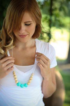 Silicone et Perle en bois collier, collier de dentition, BPA gratuit maman collier, collier de soins infirmiers modernes, Great Baby Shower Gift de soins infirmiers