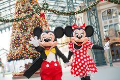 スペシャルイベント「クリスマス・ファンタジー」で盛り上がる東京ディズニーランド。 ワールドバザールには、屋根まで届きそうな大きなクリスマスツリーも登場するなど、パーク全体がクリスマス...