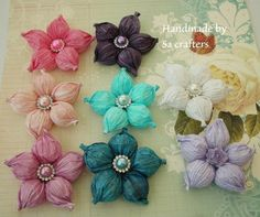 Hi, Ladies!! Here my balloon flower tutorial that you ladies had been waiting for!! The flowers size were 3-1/2 inches. I said wrong in my video I'm sorry ab...