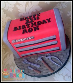Snap On tool box cake: this is so cute... Hmmm :0)
