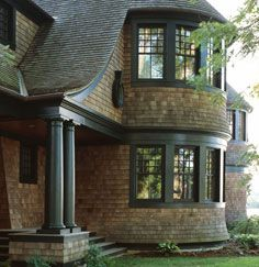 Nice combination of curved forms. Cedar shingles and green trim Shingle Style Architecture, Shingle Style Homes, Residential Architecture, Architecture Details, Shingle Siding, Cedar Shingles, Craftsman Bungalows, Coastal Homes, Classic House
