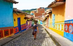 Medellin: The city of hope and a thousand activities - Mokum Surf Club Walking Tour, Us Travel, House Colors, Touring, Adventure Travel, Places To Visit, Colorful Houses, Street View, Activities