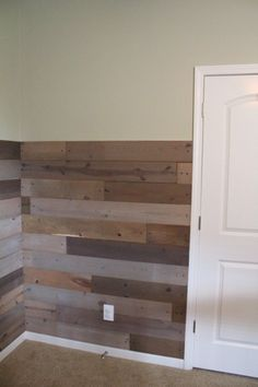 Jenson Crew (J. This would be an easy diy. Would be great as an accent wall Pallet Crafts, Pallet Art, Pallet Projects, Home Projects, Pallet Walls, Pallet Ideas, Pallet Creations, Wood Pallets, Pallet Wood