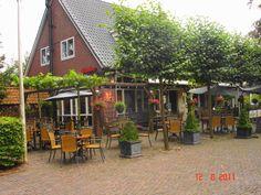 """""""t Hof van Dwingeloo - Drift 1, Dwingeloo - Een gemoedelijk, gezellig en kindvriendelijk restaurant waar het hele jaar goed toeven is. De houtkachel en de authentieke aankleding geven het een leuke warme sfeer. met een prima prijs kwaliteit verhouding, een echte aanrader! - IJssalon - Restaurant van 12 uur tot 21 uur 's winters van 16 uur en in het weekend vanaf 12 uur. Rolstoeltoilet aanwezig. #aangepast_toilet"""