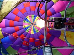 Balloon Rides Napa - Our uniformed balloon pilots, averaging 35 years experience, are all FAA certified flight instructors and are considered to be the most qualified professionals in this region.