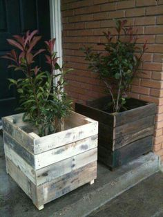 Recycled Pallet Planter Boxes Más The post Pallet Planter Ideas appeared first on Wood Decoration Palette. Used Pallets, Recycled Pallets, Wooden Pallets, Pallet Wood, Recycled Wood, Diy With Pallets, 1001 Pallets, Garden Ideas With Pallets, Pallet Bar