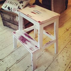My new employee Delyth has been putting her Chalk Paint skills in to practice! Here she's painting a stool in Burgundy and Old White and distressed it - looks lush!