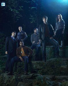 """Grimm S1 Cast: Sasha Roiz """"Sean,"""" Reggie Lee """"Wu,"""" Russell Hornsby """"Hank,"""" Silas Weir Mitchell """"Monroe,"""" David Giuntoli """"Nick,"""" Elizabeth Tulloch """"Juliette"""""""