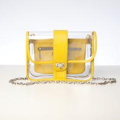 Me chiflan los bolsos de plástico en plan retro! éste es de millibag Clear Plastic Bags, Clear Bags, Clear Handbags, Transparent Bag, Marc Jacobs Handbag, Girls Bags, Summer Bags, Backpack Purse, Small Bags