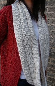 Garter Stitch Eternity Scarf - simple looking pattern and very easy instructions