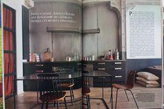 En 2012, c'est le style industriel qui prime dans la cuisine. Pas besoin de casser sa tirelire, on transforme des éléments basiques en meubles industriels, en les peignant en noir par exemple.