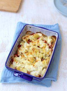 Ovenschotel met kip en boursin - vervang de aardappels door bloemkool en het is heerlijk en koolhydraatarm!
