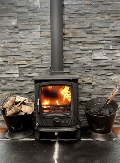 The clean design lines and large viewing glass on the Aoife stove offer a stunning contemporary take on a traditional stove design. Open Fireplace, Fireplace Design, Stanley Stove, Log Burner Living Room, Boiler Stoves, Multi Fuel Stove, Central Heating, Clean Design, Open Plan