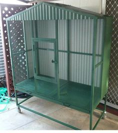 An aviary is a shed or cage like construction designed as a living space for wild or domesticated fowl. Given that birds are used to flying free in their natural habitat it is important to recreate as best we can this kind of environm Parrot Play Stand, Flight Cage, Diy Bird Cage, Large Bird Cages, Bird House Kits, Parrot Toys, Backyard Birds, Kit Homes, Bird Houses