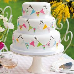 This irresistibly cheerful summer fete cake by Victoria Glass is perfect for a summer wedding in the country. Taken from Victoria's new book, Boutique Wedding Cakes. #victoriaglass #summerfetecake #bunting