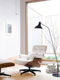 The Eames Lounge Chair and Ottoman - nothing says mid-century modern design with timeless appeal quite like it. Unique Floor Lamps, Industrial Floor Lamps, Contemporary Floor Lamps, Industrial Style, Interior Design Examples, Interior Design Inspiration, Lounge Chair Design, Black Floor Lamp, Eames Chairs