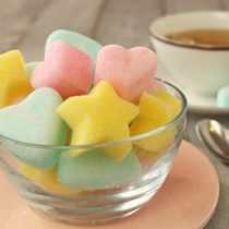 Sugar Cubes Recipe -How to Make colored Sugar Shapes Sucre Candi, Cube Recipe, Infused Sugar, Butter Mints, Mint Recipes, Candy Recipes, Colored Sugar, Horse Treats, Pastel Cupcakes