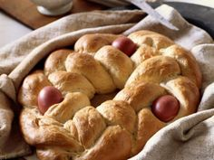 Tsoureki - Scarlet eggs tucked into its braided crown are hallmarks of Tsoureki, classic Greek Easter bread. Custom dictates that eggs, dyed a scarlet red, be baked in the braided crown of this Greek Easter bread. Greek Easter Bread, Easter Bread Recipe, Easter Dinner Recipes, Eat Smarter, Bagels, Greek Recipes, Sweet Bread, Delish, Vegetarian Recipes