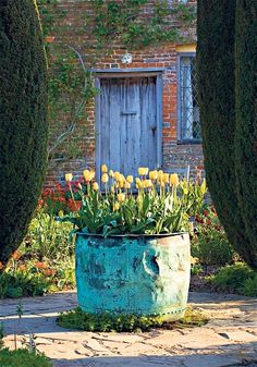 For a decade Sarah Raven lived at Sissinghurst with her family, surrounded by the work of Vita Sackville-West. In a new book, she celebrates the designer's vision and enduring prose Vita Sackville West, Garden Cottage, Garden Pots, Garden Ideas, Container Plants, Container Gardening, Hydroponic Gardening, Sissinghurst Garden, Lenotre
