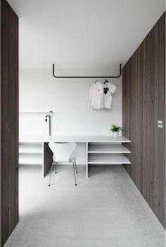 """建築家:川本敦史+川本まゆみ「『CROSS OVER』""""閉ざしながら開く""""絶妙なバランスの住まい」 Laundry Area, Laundry Room, Washroom, Bathroom Vanities, Study Space, Walk In Closet, Room Interior, Housekeeping, My Room"""
