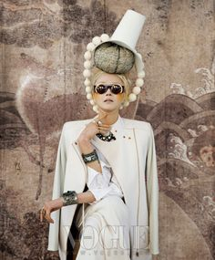 여인의 환상 시간 여행 :: VOGUE.com #editorial #fashion #style