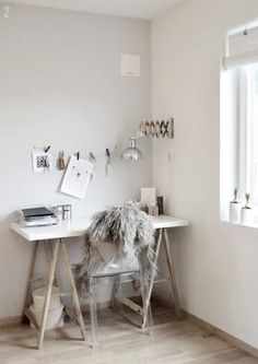 Minimalist-Workspaces-Design-with-rustic-touch