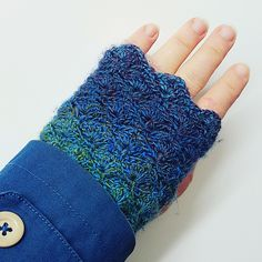 Ravelry: Stormy Seas Gloves pattern by Elin Jones Crochet Hand Warmers, Crochet Mittens, Crochet Gloves, Crochet Cardigan, Crochet Gifts, Free Crochet, Knit Crochet, String Crafts, Diy Crafts