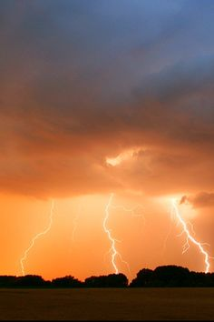 ✤ Orange lightning Thunderstorm