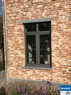 Ran on the lines That is how woman Leinen styles properly The post Ran on the lines That is how woman Leinen styles properly appeared first on Baustil. Harewood House, Window Color, House Design, Windows And Doors, House Exterior, House Window Design, Concrete Steps, Exterior Brick, Window Casing