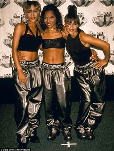 Popular pop group TLC recently re-recorded their biggest hit Waterfall -- excluding late singer Lisa 'Left Eye' Lopes from the track. Black 90s Fashion, Hip Hop Fashion, 2000s Fashion, Fashion Moda, School Fashion, Fashion History, Runway Fashion, Vintage Fashion, New Jack Swing