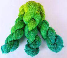 """Farbenpracht Garne (Dawanda) :: handgefärbte Glitzersockenwolle """"Seegras"""""""