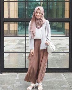 Modest my latest crush ❤ **❤ hijab fashion, hijab casual, ca Modern Hijab Fashion, Street Hijab Fashion, Hijab Fashion Inspiration, Muslim Fashion, Modest Fashion, Fashion Ideas, Skirt Outfits Modest, Modest Dresses, Blue Outfits
