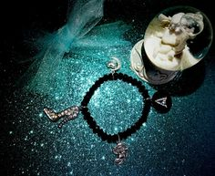 💙❄Fila di perle nere e charms principeschi.....grazie Arianna per aver scelto una creazione CreaCi❄💙 #colcuore #CreaCi #creation #creazioni #handmade #personalized #pearls #charms #bijouxpersonalizzati #bijoux #princessstyle #pendenti #pendants #hobby #morellatogioielli #accessorize #tiffany #swarovski #shoes #angels😇 #beauty