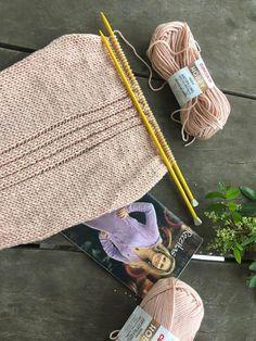 Cardigan Rose com Pérolas Cardigan Rosa, Knit Cardigan Pattern, Knitting, Fashion, Lion Craft, Knitting Yarn, Knitted Hats, Punch Needle Patterns, Blouse Patterns