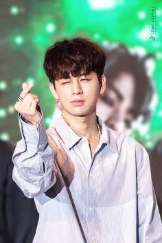 Hit iKONIC with that cutie heart ♡ Hanbin, Kim Jinhwan, Chanwoo Ikon, Justin Timberlake, Yg Entertainment, Kpop, Bobby, Nam Joo Hyuk Wallpaper, Ikon Songs