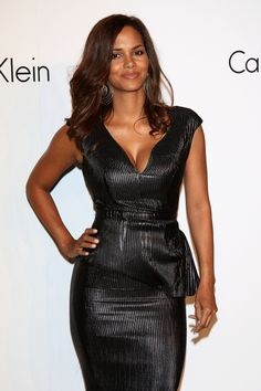 Pin for Later: Halle Berry Is Aging Backward, and It Needs to Be Discussed 2008 Halle Berry Haircut, Halle Berry Short Hair, Halle Berry Pixie, Halle Berry Style, Halle Berry Hot, Beautiful Celebrities, Gorgeous Women, Catwoman Halle Berry, Pictures Of Halle Berry