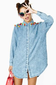 Lazy Oaf Pom Bomb Denim Shirt i should make this! Pom Pom Shirts, Denim Fashion, Womens Fashion, Diy Vetement, Mode Jeans, All Jeans, Diy Shirt, Diy Clothes, Shirt Blouses