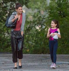 Katie Holmes shivers as she picks daughter Suri up from dance class Ray Donovan, Family Cruise, Katie Holmes, Dance Class, Parachute Pants, Capri Pants, Daughter, Actresses, Beautiful