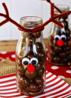 Holiday Decorating & Ideas – Fun reindeer craft for kids. Fill these jars with … Holiday Decorating & Ideas – Fun reindeer craft for kids. Fill these jars with whoppers or chocolate balls. The decorating is simple and takes only… Continue Reading → Best Christmas Recipes, Homemade Christmas, Diy Christmas Gifts, Christmas Decorations, Holiday Decorating, Decorating Ideas, Christmas Ideas, Christmas Presents To Make, Holiday Ideas