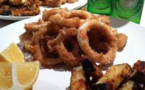 Salt and Pepper Calamari It& a popular dish that can be found served at you. ♡ Salt and Pepper Calamari It& a popular dish that can be found served at your local pub, cafe or fine dining restaurant. Salt And Pepper Calamari Recipe, Salt And Pepper Squid, Squid Dishes, Calamari Recipes, Following A Recipe, The Fresh, Fine Dining, Healthy Eating, Cooking Recipes