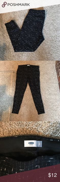 Old Navy Leggings Thick leggings material with pull on comfortable waist band. No flaws. Black with white detail. Size XL worn once. Old Navy Pants Skinny