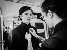 """155.8 mil Me gusta, 1,560 comentarios - Asa Butterfield (@asabopp) en Instagram: """"Behind the scenes of @joshuakanebespoke 'Fantasy' shoot. Keep a look out, there's more to come..."""""""